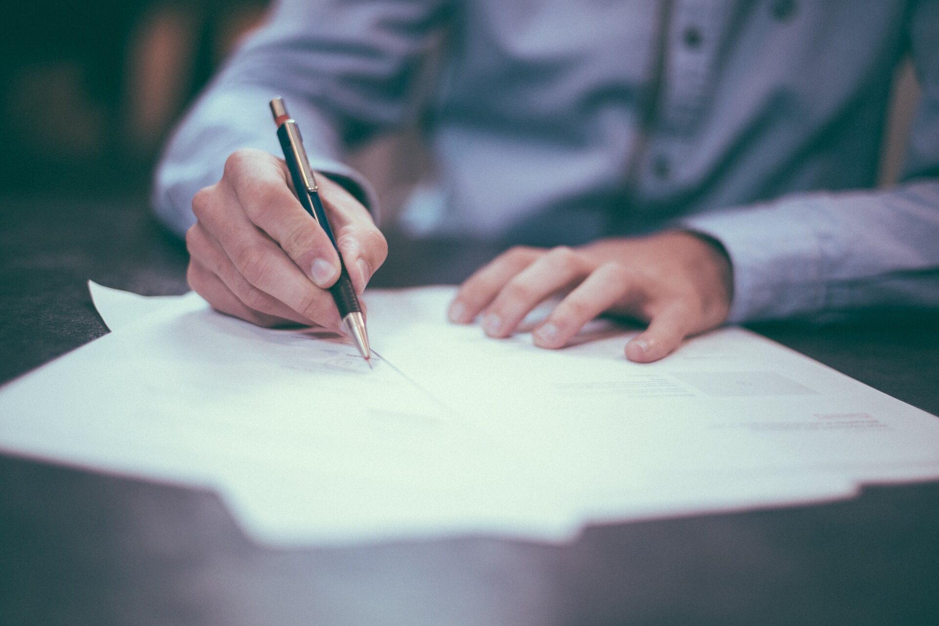 Seguro de Inquilinos: Qué es y qué cubre firma contrato